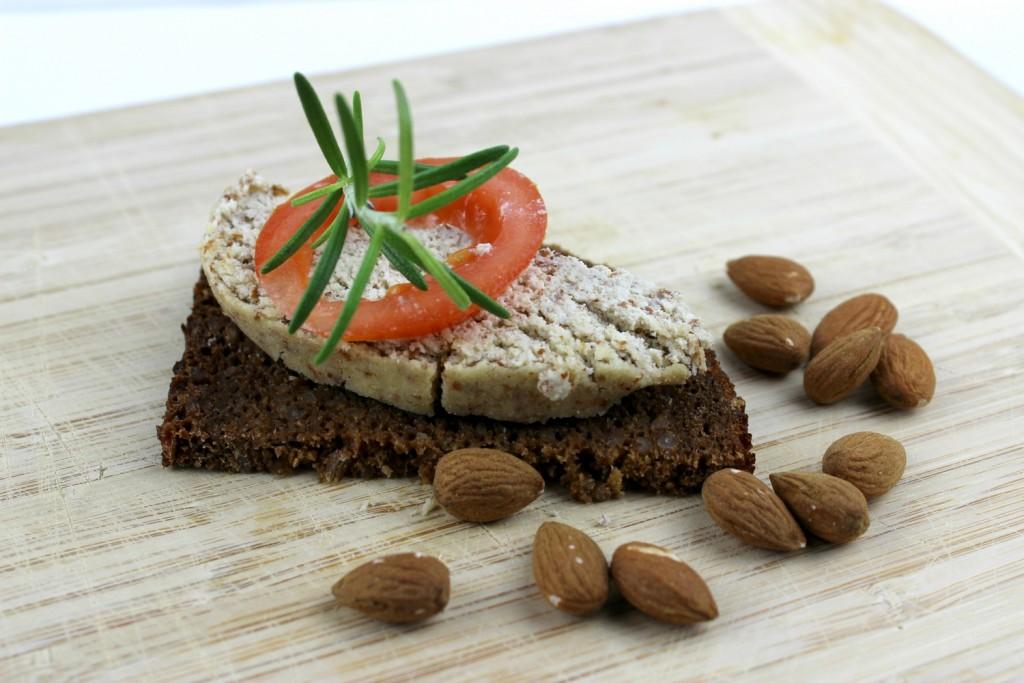 Mandelkäse Mandelmilch vegan Rezept Käse bio