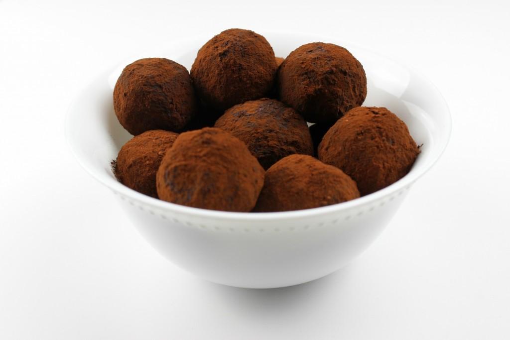 Mandelkugeln Energiekugeln Datteln Mandeln Mandelmilch Kakao Mandeltrester vegan bio Rezept