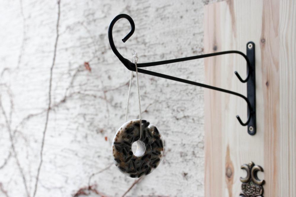 Wildvögel Vogelfutter im Winter diy Bird Box Bio Aries selbstgemacht ökologisch Pappe Meisenknödel