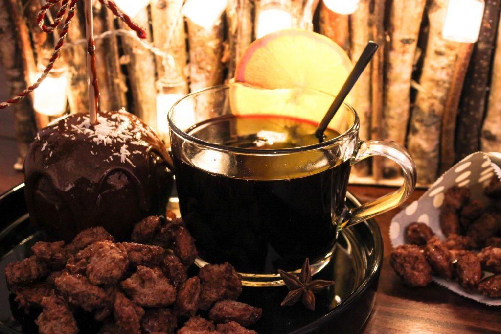 denns bio vegan weihnachten süßes süßigkeiten weihnachtsmarkt gebrannte mandeln rezept liebesapfel karamell Biowein glühwein erbse huth