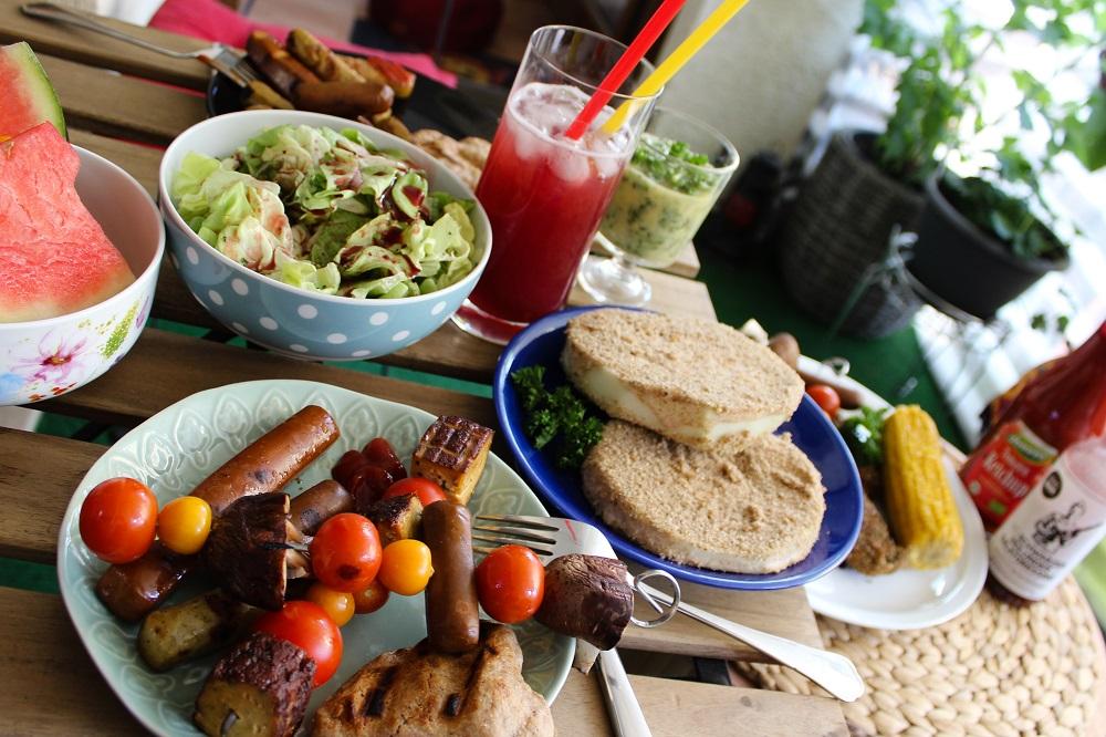 vegan grillen erbse huth bio blog seitan tofu salat stockbrat kräuterbutter rezept marinieren panieren vegetarisch taifun wheaty freshhunter denns