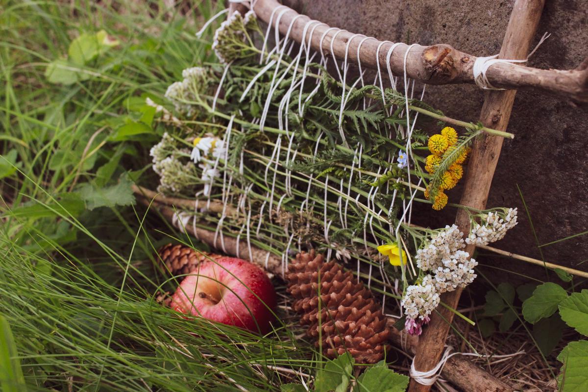 Kräuterweben Kräuter weben Webrahmen Herbst Hexe (7)